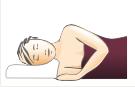 Pozycja śpiącego na poduszce anatomicznej ortopedycznej (na boku)