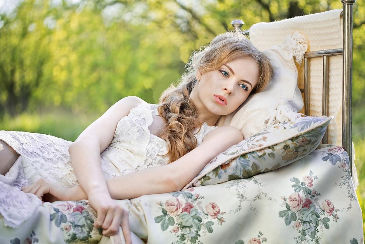 Poduszka ortopedyczna Nuvo idealnie nadaje się do spania w pozycji na boku