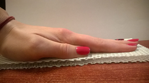Na fotografii - ściśnięcie siatki 3D Aero na większej powierzchni. Widać, jak mocna jest struktura pionowa komórek siatki. Praktycznie nie jesteśmy w stanie spowodować ich zamknięcia