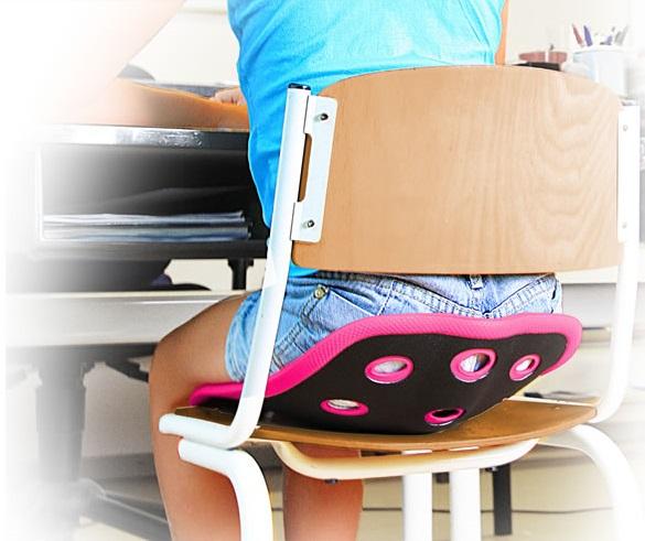 Prawidłowa postawa jest ważna dla kręgosłupa dziecka. Korektor BackJoy wymusza właściwe ułożenie kręgosłupa dziecka