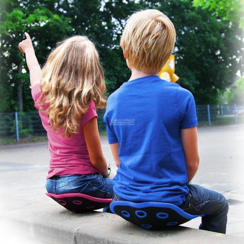 Korektor postawy dla dzieci przeciwdziała złym nawykom. Stabilizuje kręgosłup i przeciwdziała bólom kręgosłupa i pleców