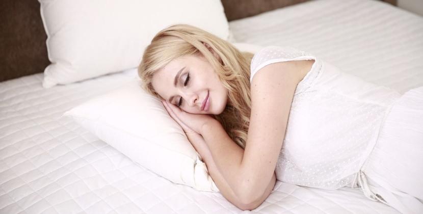 Poduszka do spania na boku Twin Plus Memory