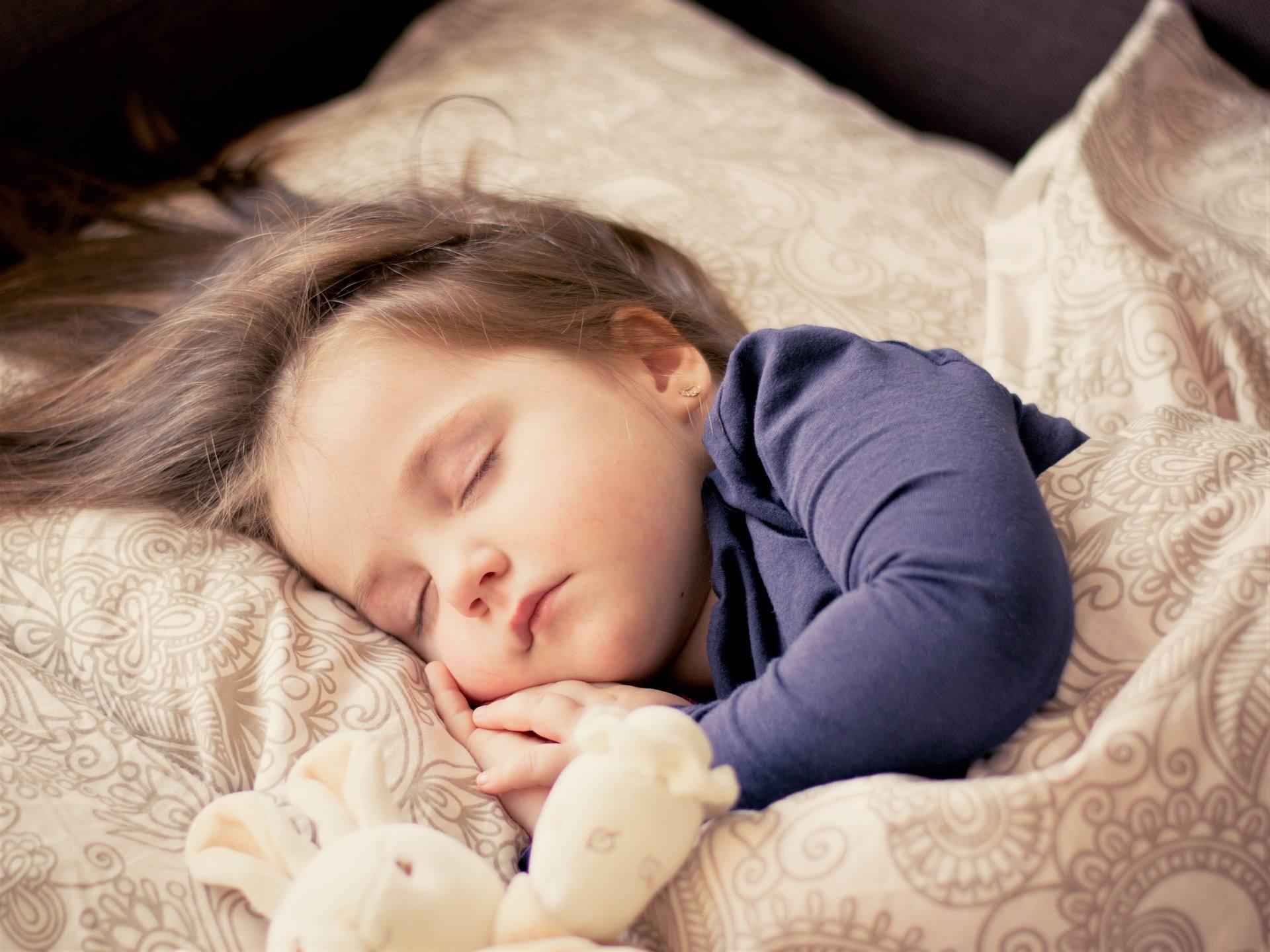 Na fotografii - zdrowy sen małego dziecka