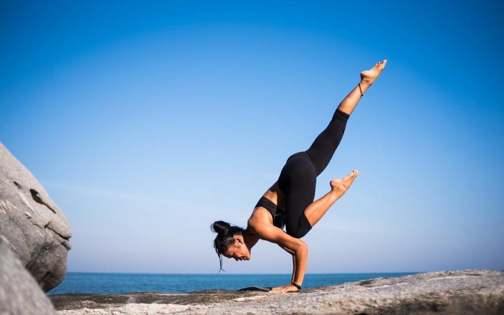 Bóle kręgosłupa, problemy ze snem, fatalna samopoczucie po przebudzeniu? Nie musisz już tego przeżywać! Zacznij proste ćwiczenia przed snem i ciesz się zdrowiem!